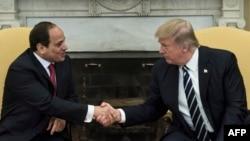 Трамп Миср президенти Абдул Фаттоҳ ал Сиси билан.