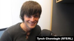 """Илья Лукаш """"Азаттыктын"""" Прагадагы студиясында, 28-апрель, 2011."""