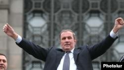 Лидер Армянского национального конгресса Левон Тер-Петросян во время одного из митингов АНК (архив)