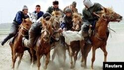 Состязание по игре в кокпар. Павлодар, 13 мая 2001 года. Иллюстративное фото.
