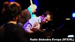 Александар Петров, тапанар.