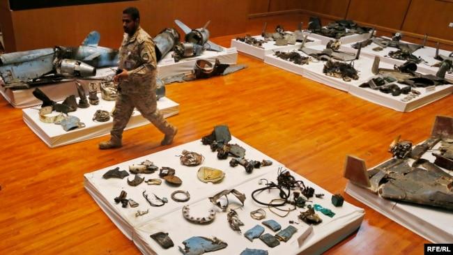 نمایی دیگر از بقایای موشک و پهپادهایی که عربستان میگوید در حمله به تاسیسات نفتیاش از آنها استفاده شده بود.