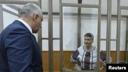 Марк Фейгін і Надія Савченко під час суду в Росії, архівне фото
