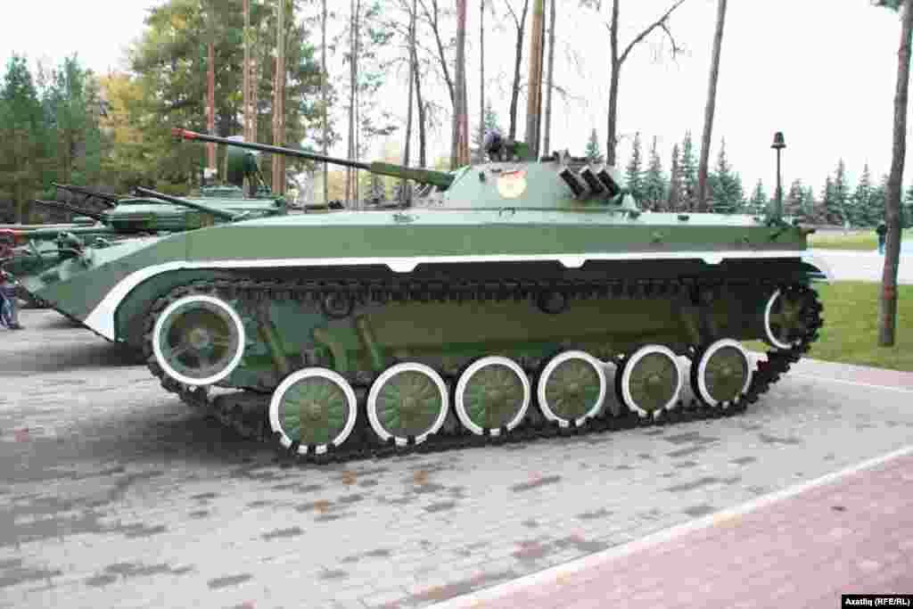 БМП 2 КМ хәрби машинасы