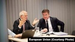 Josep Borrell i Miroslav Lajčak uoči video konferencije kojom je obnovljen dijalog Srbije i Kosova, 12. jul