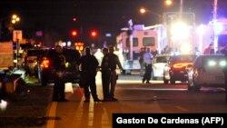 Поліція блокує дорогу до школи, де сталася стрілянина, Паркленд, Флорида, США, 14 лютого 2018 року