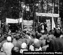 Митинг в спецпоселке, посвященный ударному сплаву леса