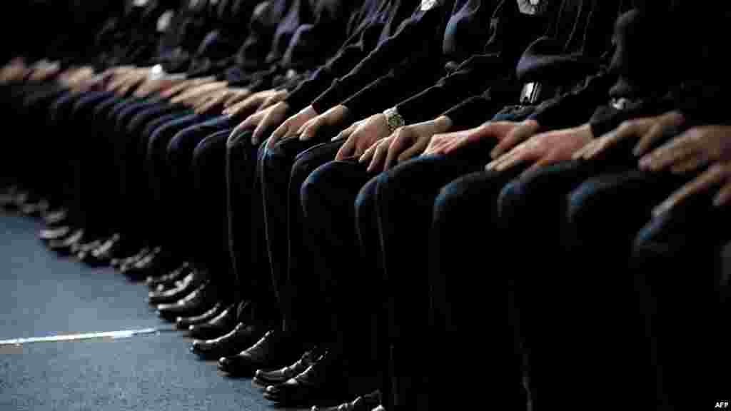 Ceremonia zyrtare e diplomimit të anëtarëve të rinj të policisë në Vushtrri, Kosovë.