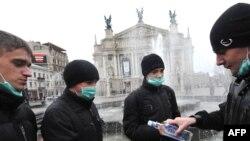 Маски на вулиці від грипу не врятують, горілка – тим більше