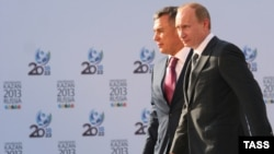 Tatarstan republican President Rustam Minnikhanov (left) at an appearance with Vladimir Putin.