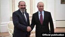 Президент России Владимир Путин (справа) принимает в Кремле премьер-министра Армении Никола Пашиняна, Москва, 8 сентября 2018 г․