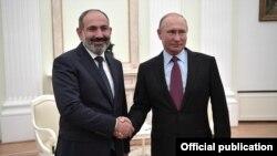 У России с Арменией традиционно хорошие отношения, поэтому вопрос выдачи подозреваемых может быть легко урегулирован