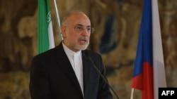 Kreu i programit bërthamor të Iranit, Ali Akbar Salehi, gjatë një konference për media në Pragë, 2 Maj 2016