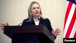 Пресс-конференция Хилари Клинтон в аэропорту перед вылетом, Баку, 6 июня 2012