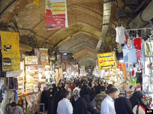 Shoppers at Tehran's Grand Bazaar (file photo)