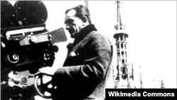 Luchino Visconti kamera arxasında.