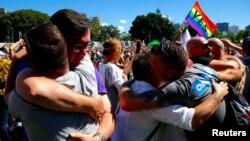 Люди радіють після оголошення результатів опитування щодо легалізації одностатевих шлюбів, Сідней, Австралія, 15 листопада 2017 року