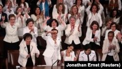 Konqresin demokratlardan olan qadın üzvləri çıxış zamanı