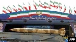 رژه نیروهای نظامی ایران در روز ارتش در تهران.
