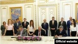 Церемония подписания договора о купле-продаже Воротанского каскада ГЭС в правительстве Армении, Ереван, 8 июня 2015 г.