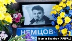 Народный мемориал Бориса Немцова на Большом Москворецком мосту