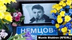 Народный мемориал а месте убийства Бориса Немцова