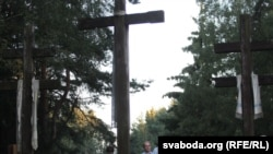 Вшанування жертв сталінізму у білоруському лісовому масиві Куропати неподалік Мінська, 23 серпня 2011 року
