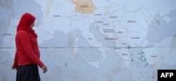 Yunanıstan-Makedoniya sərhədində qaçqın.