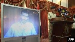 صورة من الارشيف للمتحدث باسم خطة فرض القانون في مؤتمر يعرض فيه اعترافات احد المتهمين بتفجيرات بغداد