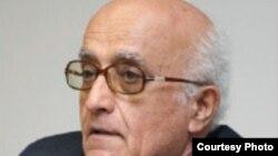 علی رشیدی آذرماه ۱۳۹۱ به دو سال زندان و پنج سال محرومیت از حقوق اجتماعی محکوم شد.