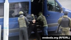 بازداشت معترضان توسط پولیس در بلاروس