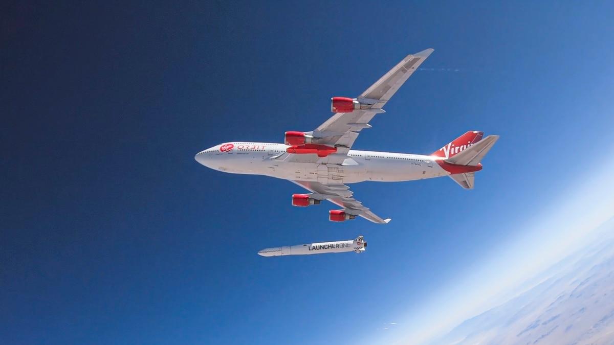 Virgin Orbit запустила в космос ракету c борта самолёта - Радио Свобода