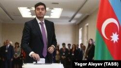Ադրբեջանի նախագահի որդին՝ Հեյդար Ալիևը քվեարկում է 2018 թվականի ապրիլի 11-ի նախագահական ընտրություններում