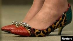Туфлі Тэрэзы Мэй — адна з галоўных тэмаў для абмеркаваньня палітыка