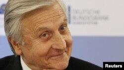 Жан-Клод Трише улыбается на пресс-конференции в Берлине, 6 октября 2011