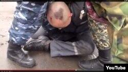Қазақстан түрмелерінің біріндегі азаптау деп жарияланған youtube видеосының скришоты. (Көрнекі сурет)