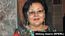 Жанардың рөлін ойнаған Гүлнар Қарабаева. Алматы, 16 қараша 2013 жыл.