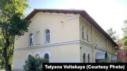 Тот самый незаконно перестроенный дом в Петергофе
