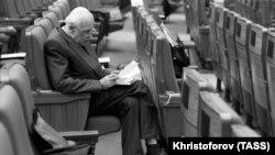 Академик Андрей Сахаров в перерыве между заседаниями съезда народных депутатов СССР, Москва