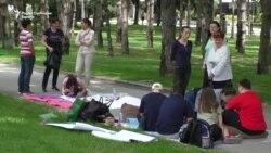 Шатори пред Собрание за помош на децата со посебни потреби