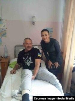 Ани Лорак навещает раненых в госпитале