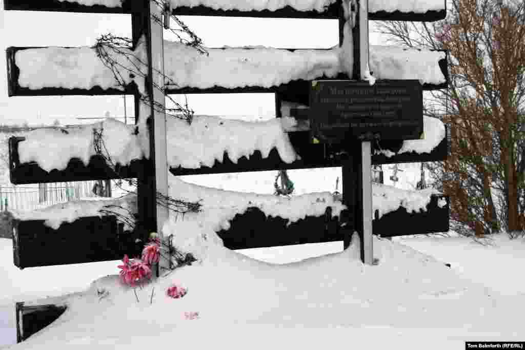 A Ukrainian plaque commemorates Gulag victims.
