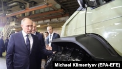 Президент России Владимир Путин на заводе ГАЗ в Нижнем Новгороде, где 6 декабря 2017 года он объявил о решении баллотироваться на четвертый срок.