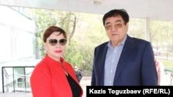 Адвокат Инесса Кисилева и Мырзахан Еримбетов (отец Искандера Еримбетова и его общественный защитник) возле Медеуского районного суда по уголовным делам. Алматы, 9 апреля 2018 года.