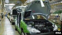 Автомобили Iran Khodro на заводе в Тегеране.