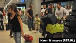 Armenia -- Syrian Armenians arrive in Yerevan, 17Aug2012