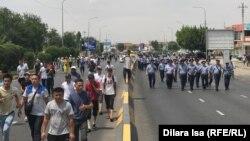 Шествие протестующих по Тамерлановскому шоссе. Шымкент, 27 июня 2019 года.