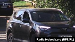 Дружину Володимира Гуцуляка «Схеми» неодноразово помічали на автомобілі Toyota RAV4