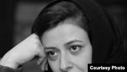 مهسا محبعلی با رمان نگران نباش بهترین جایزه نویسندگان مطبوعات را از آن خود کرد.