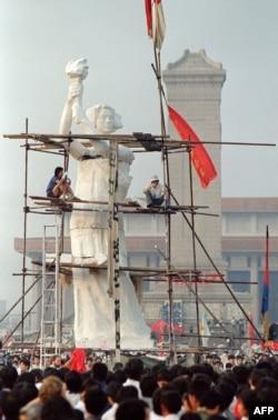 Zeița Democrației din Piața Tiananmen.